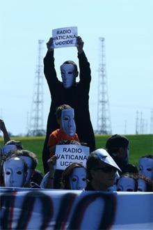 Flash Mob contro Radio Vaticana a Cesano