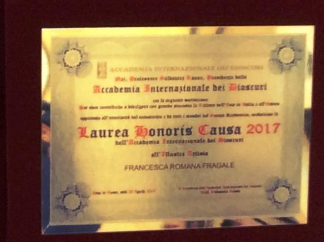 Laurea Honoris Causa 2017 conferita all'artista Francesca Romana Fragale dall'Accademia dei Dioscuri.