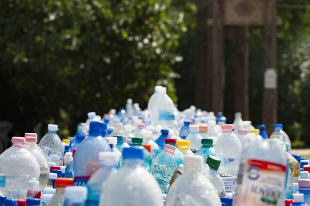 Microplastiche nelle acque imbottigliate