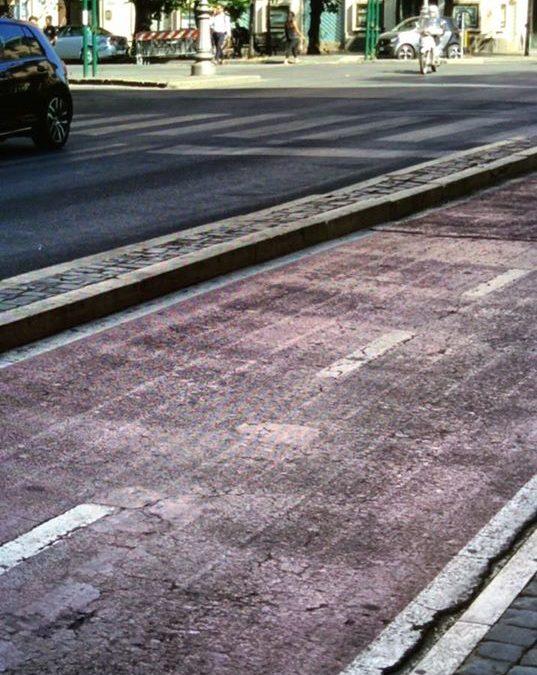 Roma, il degrado della ciclabile di via Cicerone di recente manutenuta