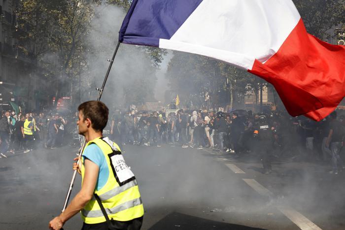Parigi blindata, gilet gialli in azione, barricate a place d'Italie – Europa