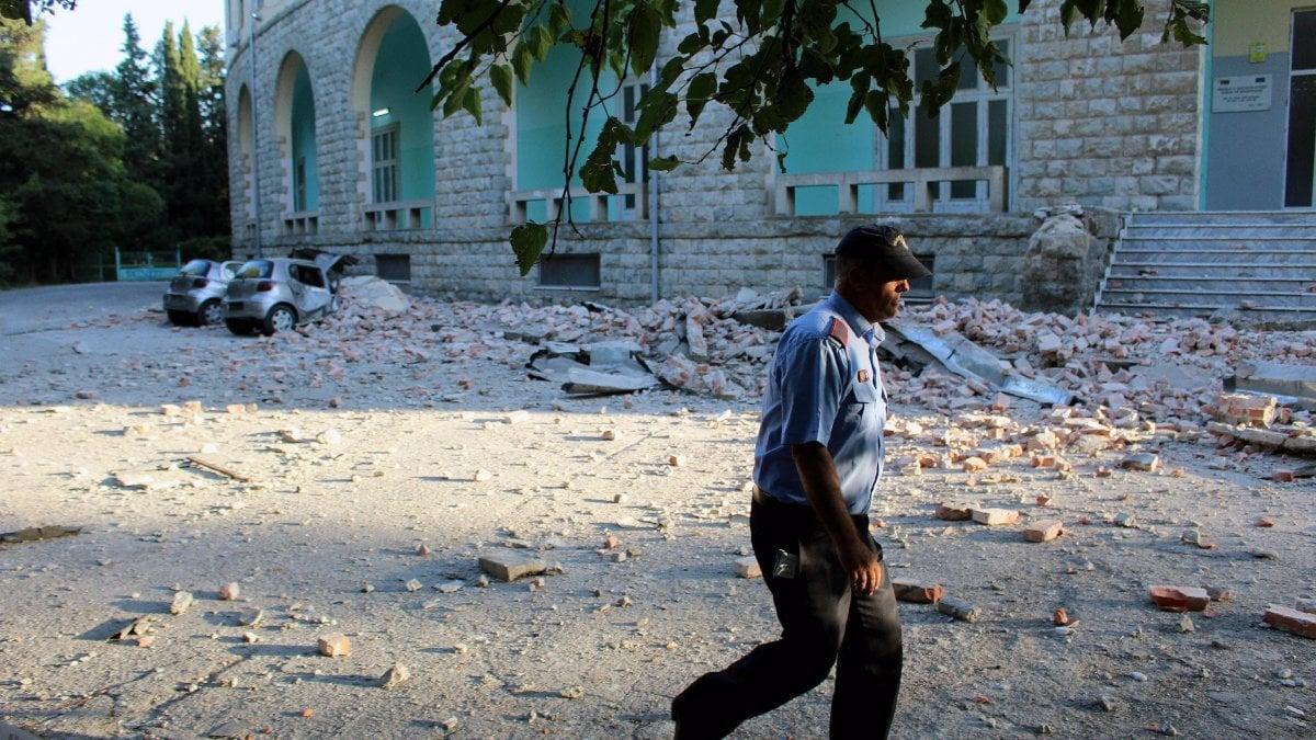 Albania, nuova forte scossa nella notte: paura in tutto il Paese